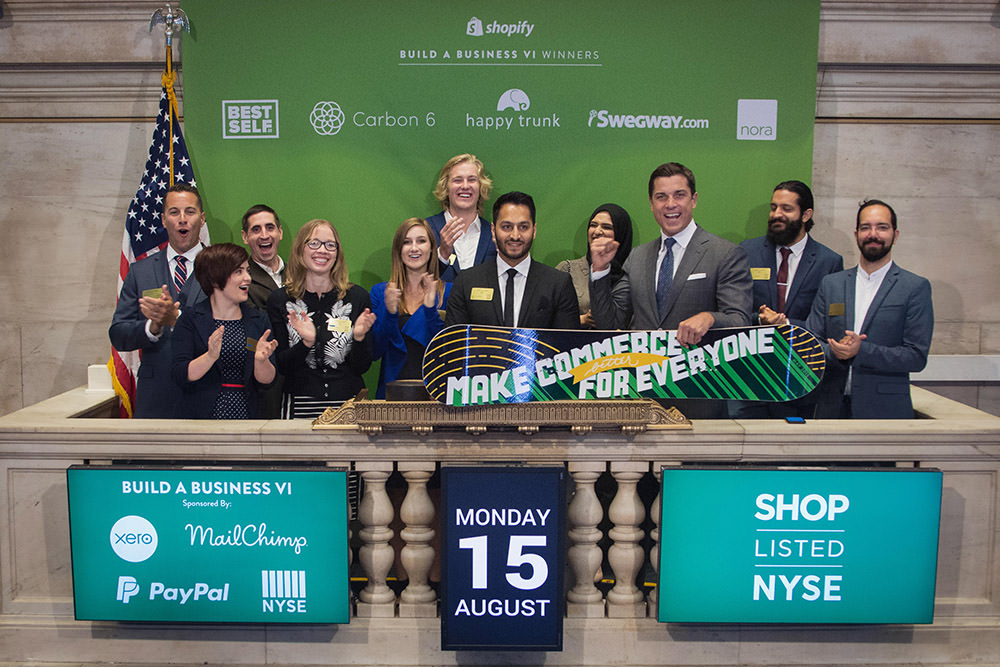 Ringing nyse bell
