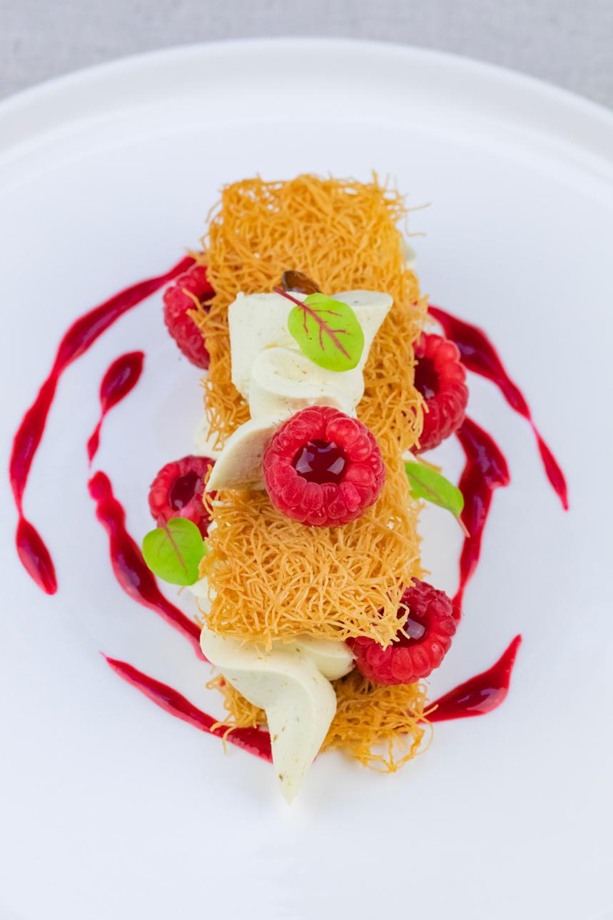 Crème de pistache, cheveux d'anges, framboises