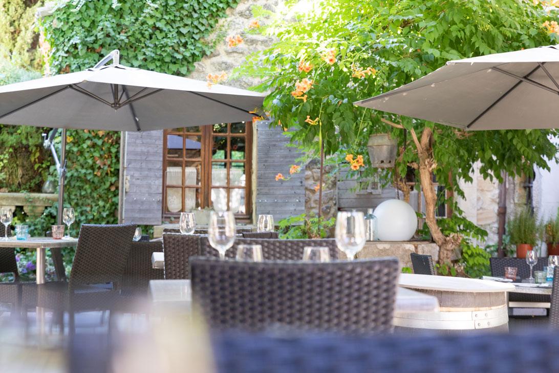 Photo terrasse ombragée du restaurant