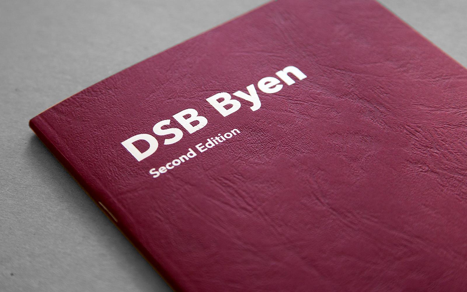 Omslag til 2. udgaven af bogen DSB Byen