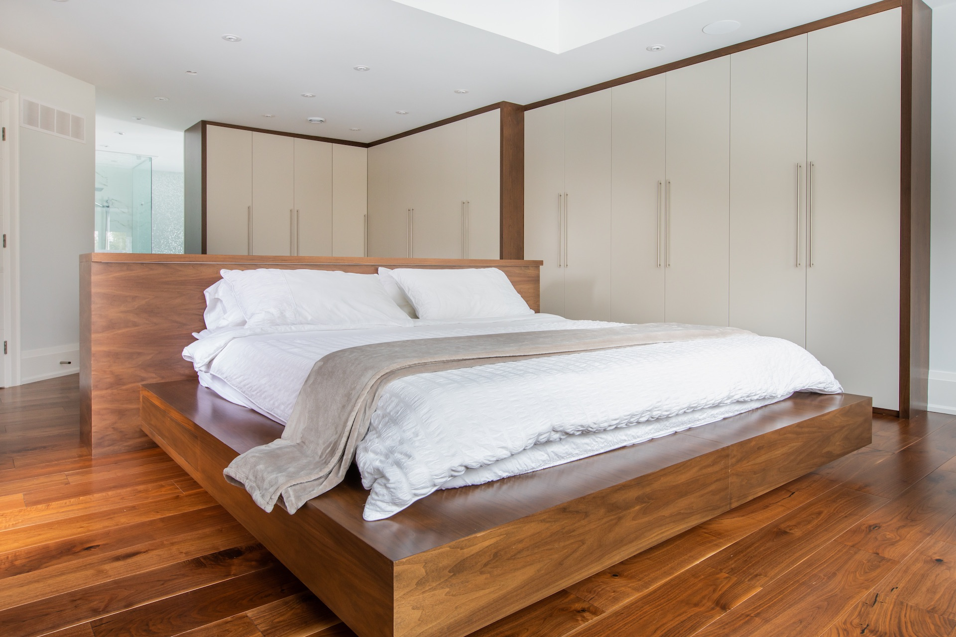 NIICO Wood Bed