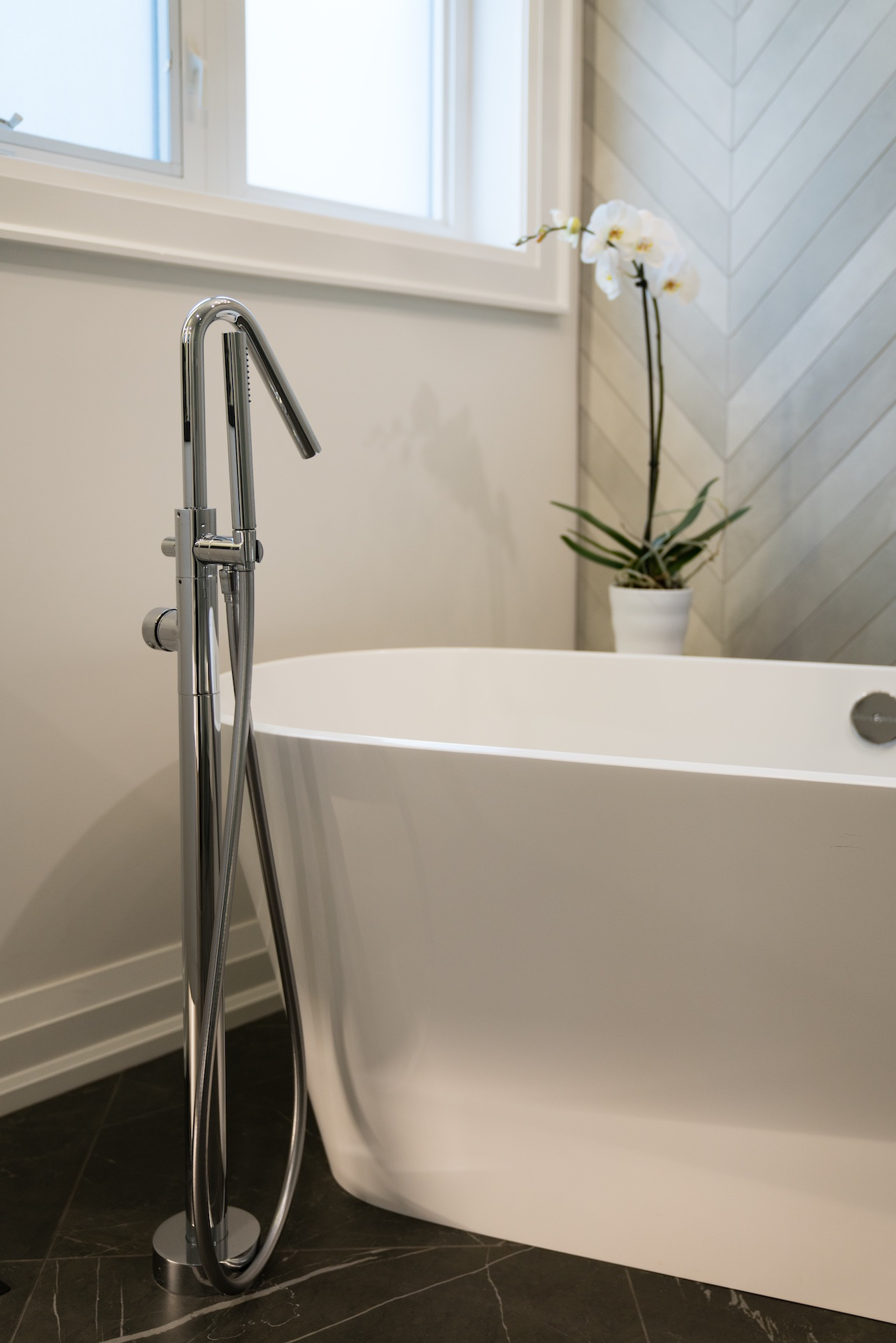 white tub with silver hardware