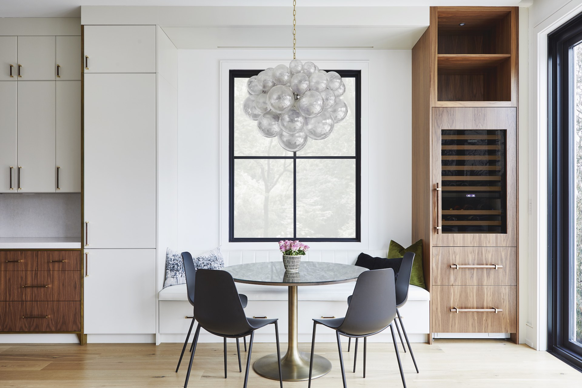 round tulip table with chairs