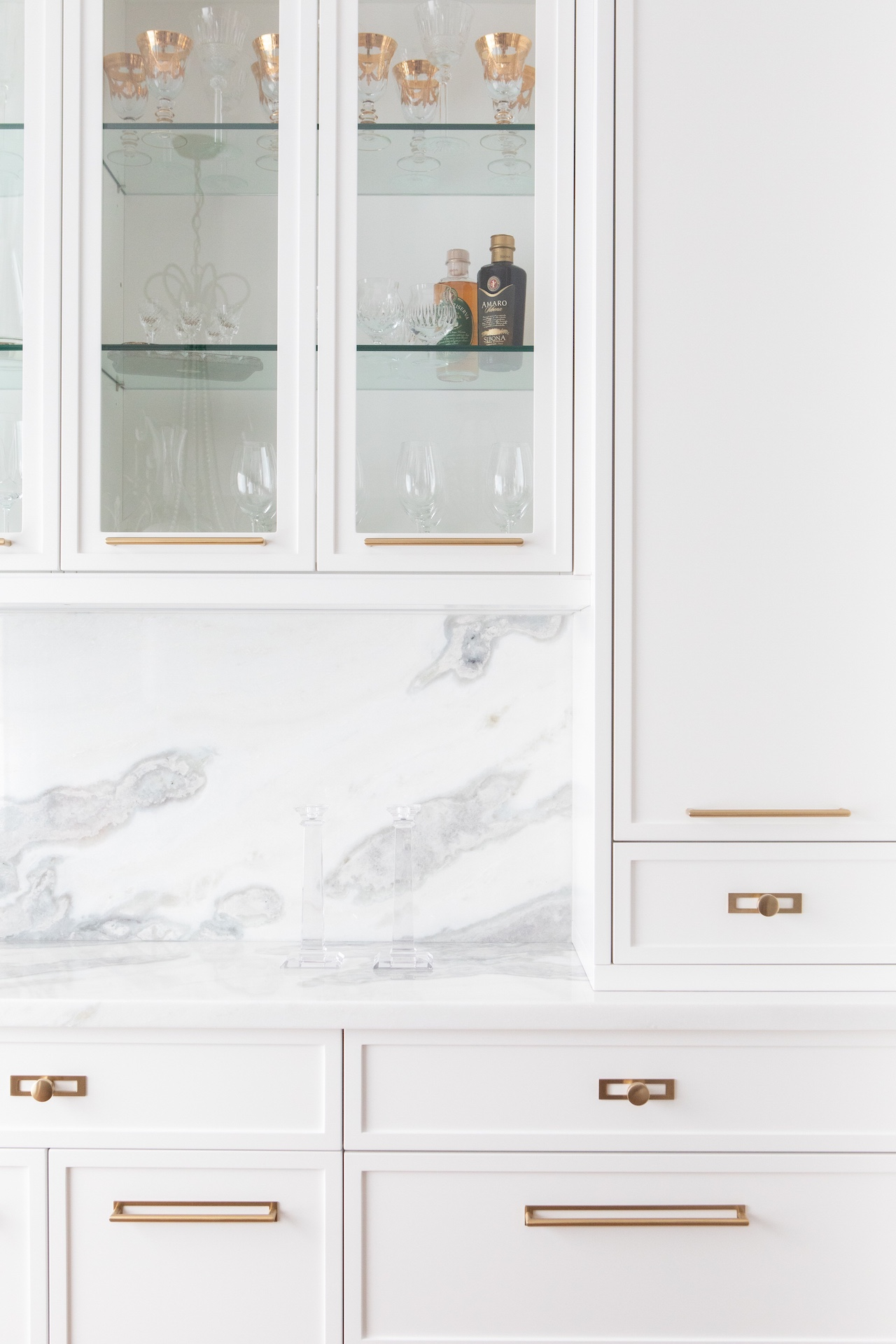White kitchen with gold hardware and ovenWhite kitchen with gold hardware and oven