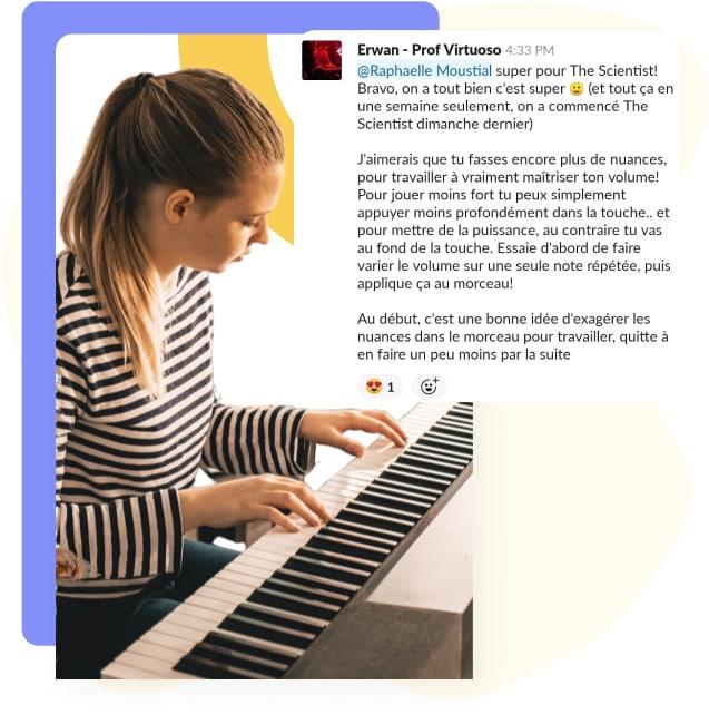 jeune femme jouant du piano et extrait d'un retour personnalisé pour progresser