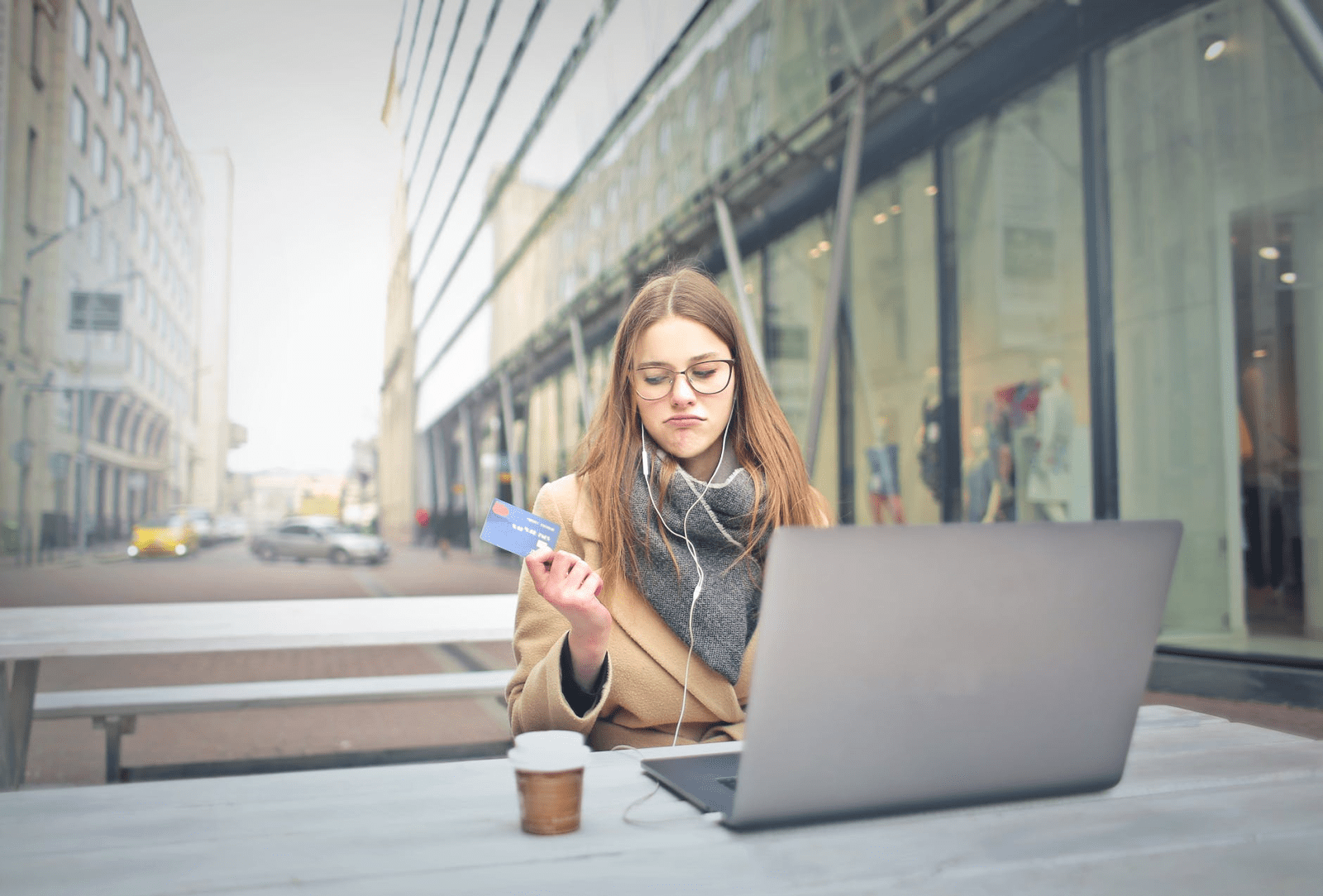 5 zabluda i istina o keš kreditima, kreditnim karticama i prekoračenjima po računu