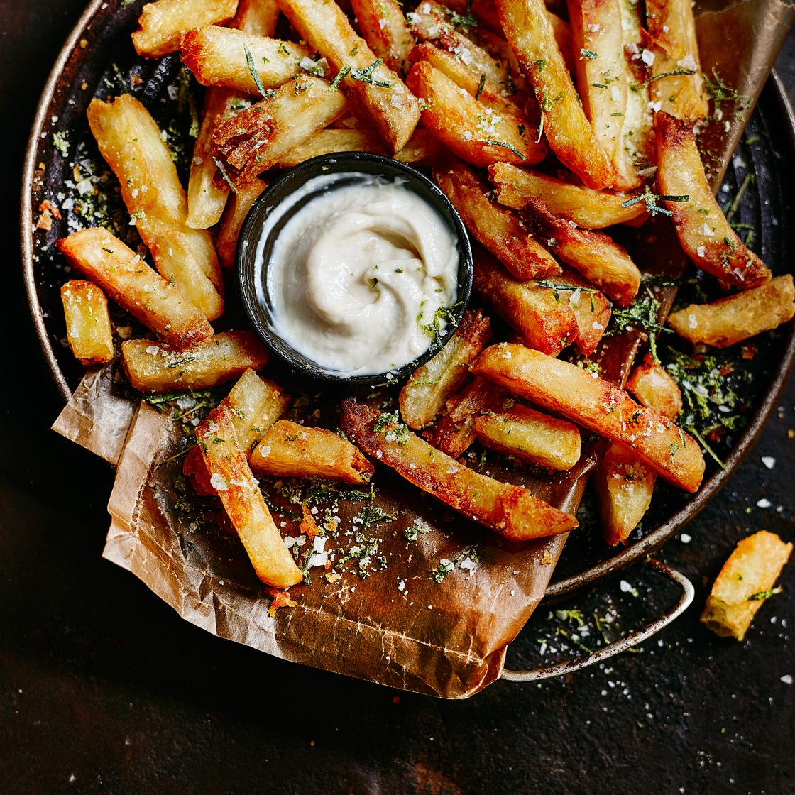Chunky Chips with aioli & ketchup