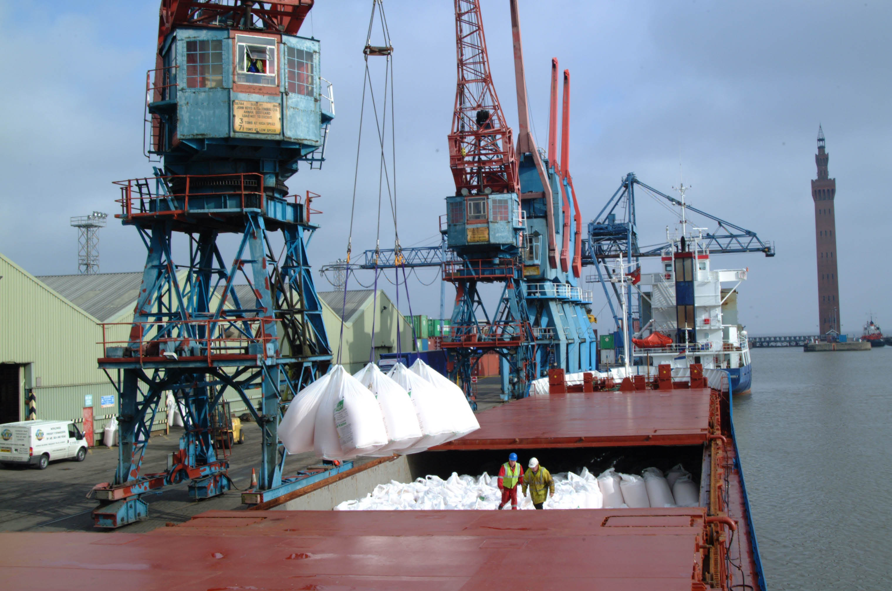 Lithan Ammonium Nitrate Discharging at Port