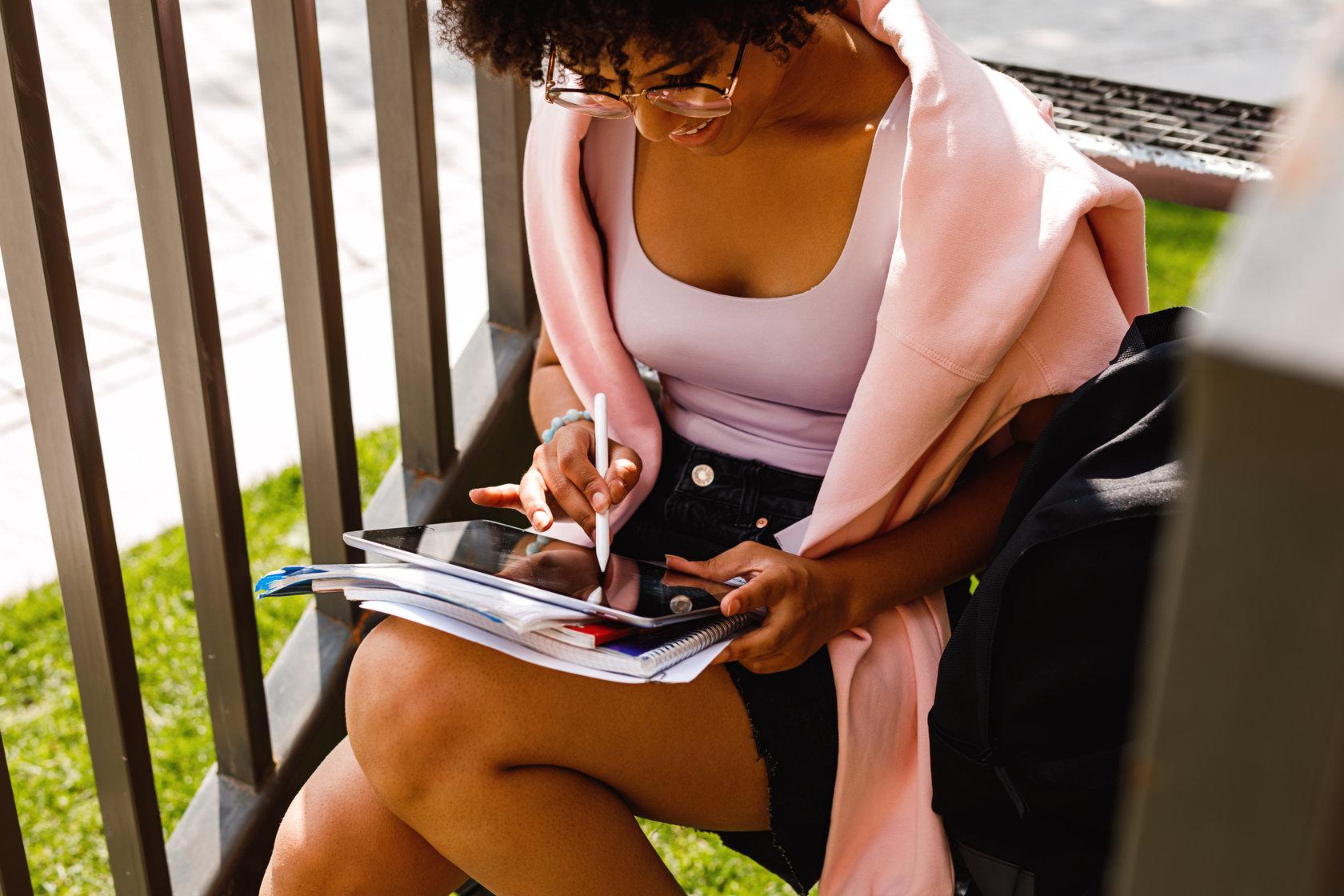 rsz_canva_-_woman_using_a_tablet.jpg