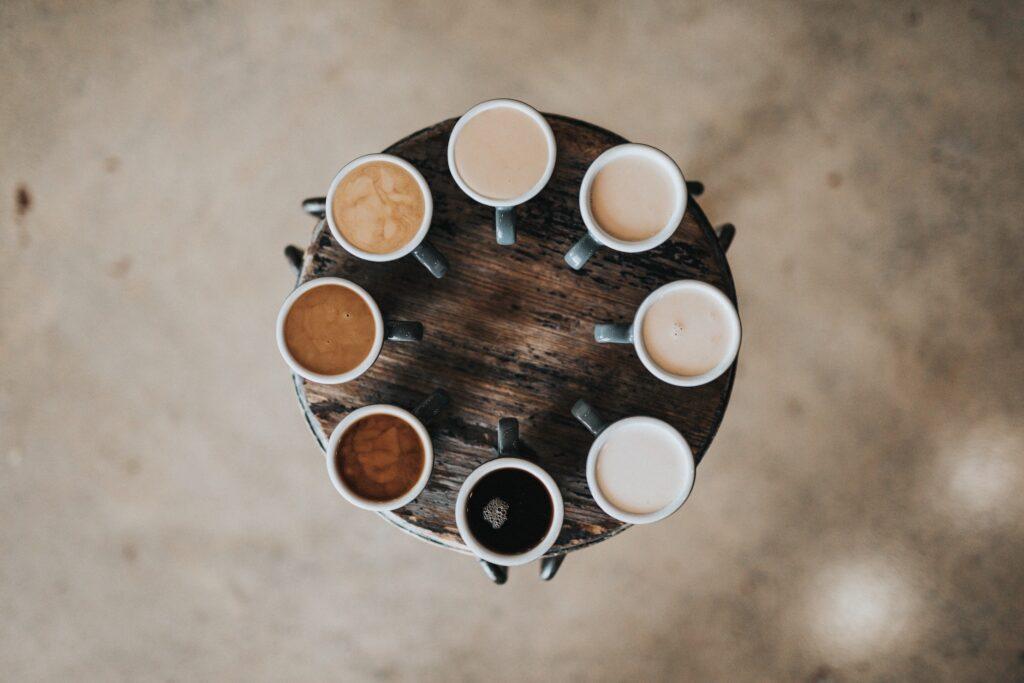 Vuelta a la rutina: cómo evitar las manchas de café en los dientes