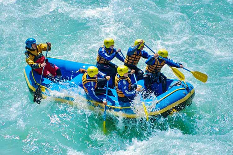 Rafting ist der ideale Wochenendtipp, um Abwechslung in deinen Alltag zu bringen.