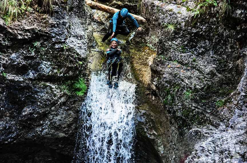 Adrenalinggeladener Wochendtipp gefällig? Probiers mal mit Canyoning und wachse über dich hinaus!