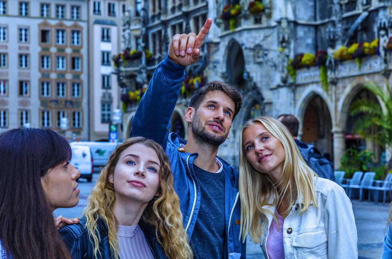 Eine spontane Stadtführung am Wochenende zählt zu den absoluten Elebnistipps für deinen Sommer in München.