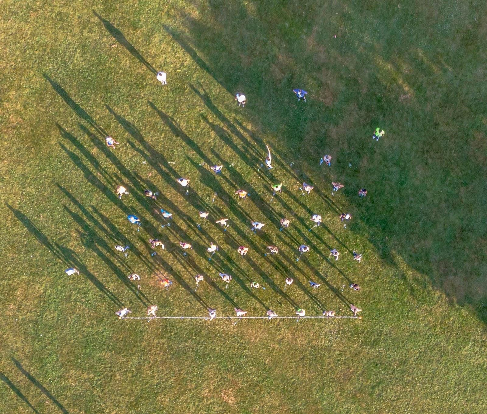 Hexagonal race start-line formation