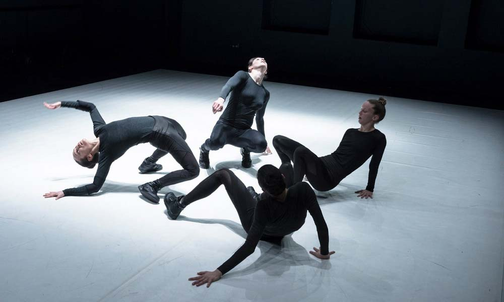 contemporary dance performance Vis Motrix consisting of four contemporary dancers