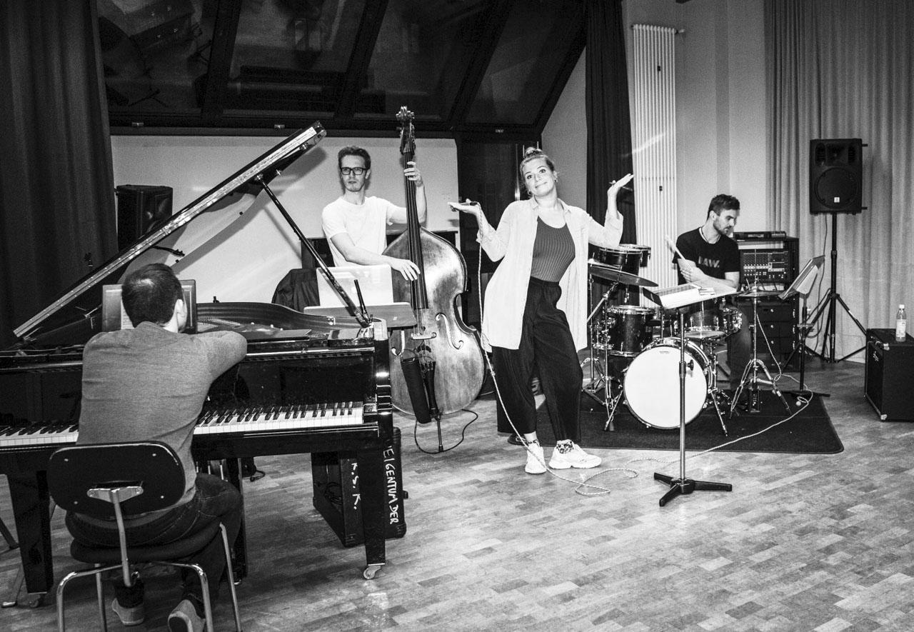 Band für Firmenfeier, Bolandi Trio mit Sängerin Regy, live in München 2019