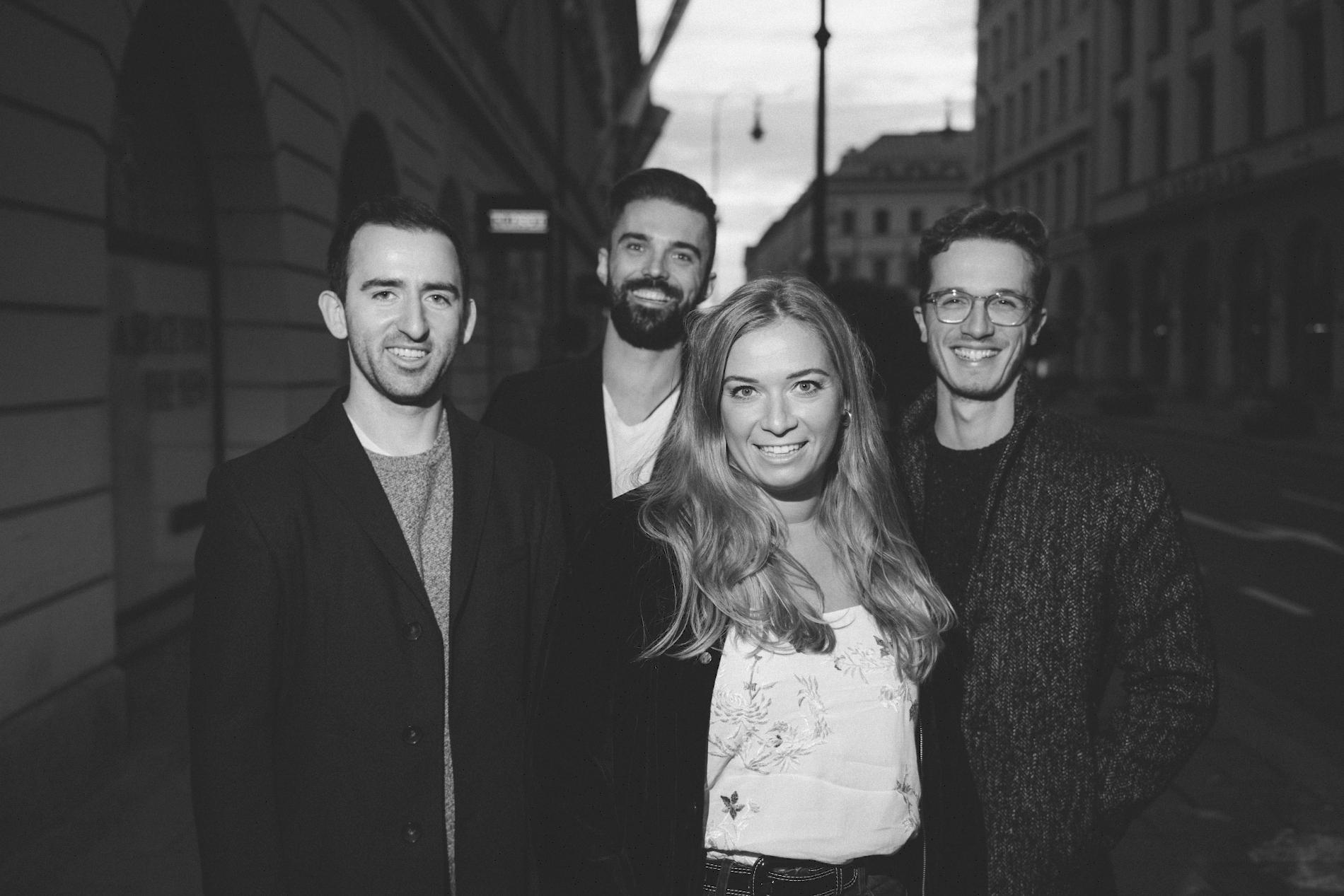 Band, Bolandi Trio mit Sängerin Regy, am Odeonsplatz in München