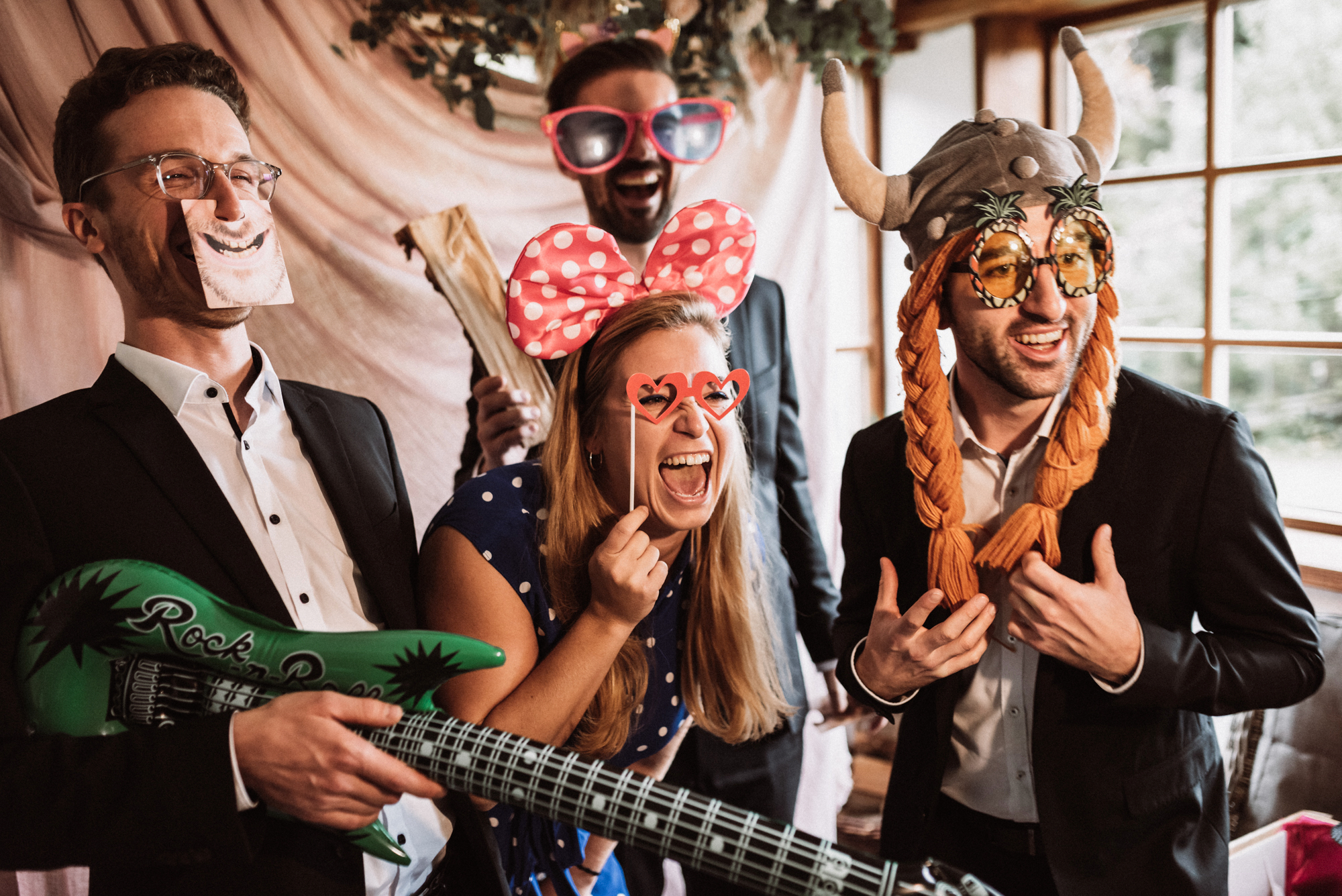 Hochzeitsband München, Bolandi Trio mit Sängerin Regy, auf einer Hüttenhochzeit 2020 in Bayern