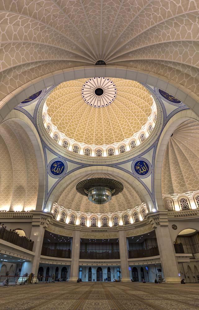 Eine Auswahl an internationalen Projekten, bestehend aus dem Nationalmuseum Korea, der Moschee Wilayah Persekutuan in Kuala Lumpur und dem Terminal 3 des Flughafen Singapur.