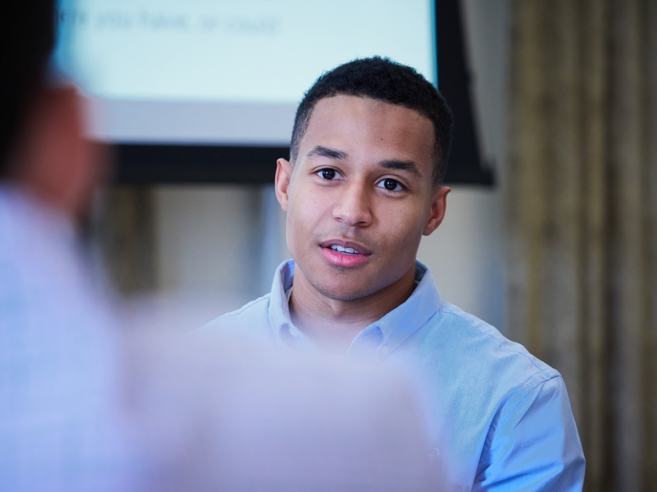 Devin Johnson talking to a table mate at the alumni conference
