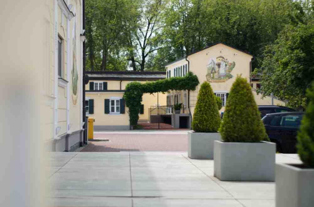 Hotel am Schlosspark zum Kurfürst Chalet outside