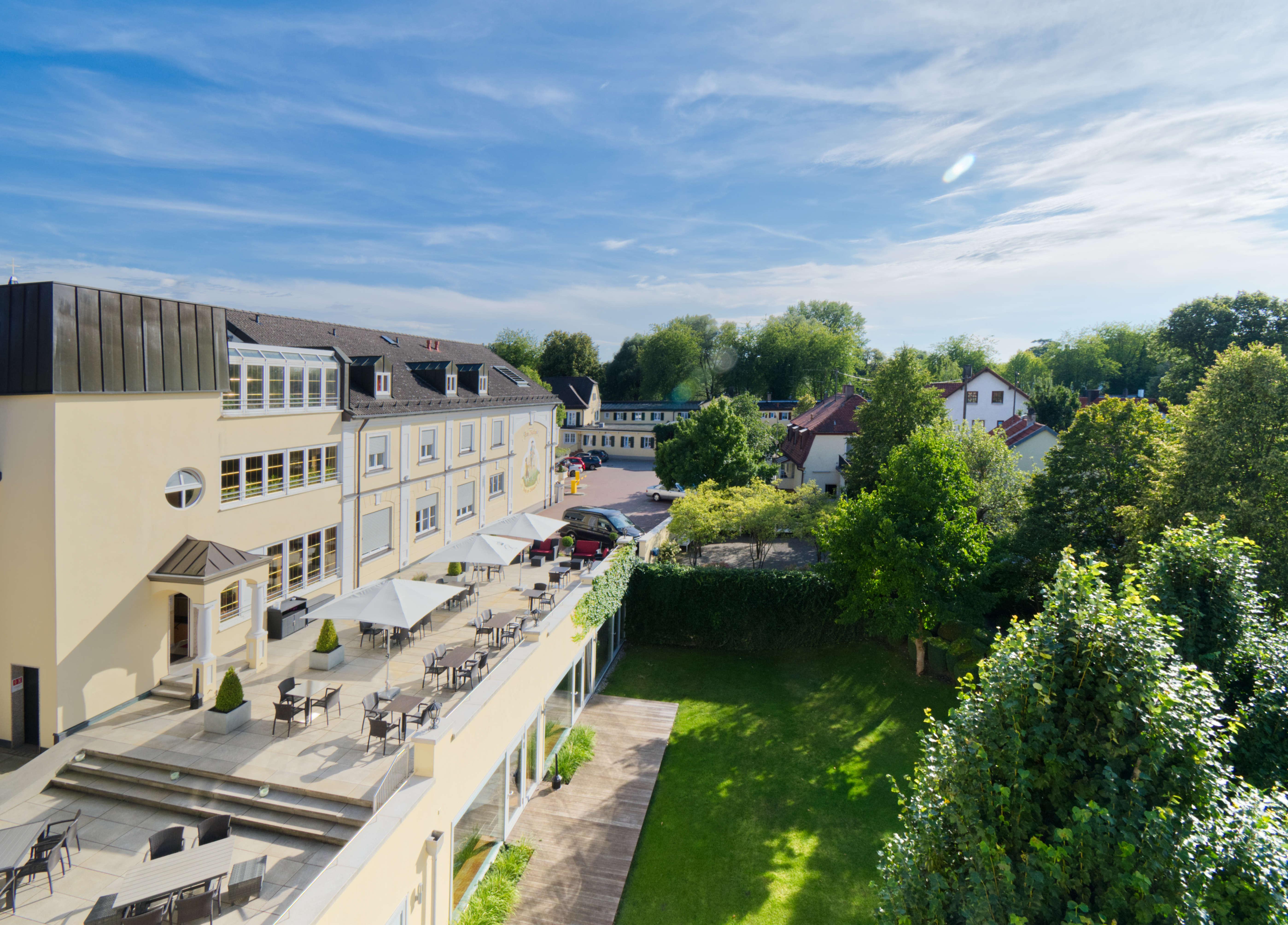 Hotel am Schlosspark zum Kurfürst Main house and sun terrace