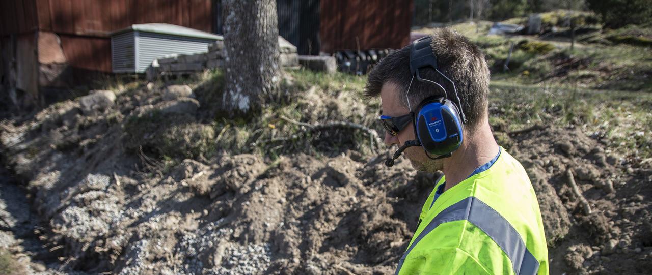 W tym artykule pochylamy się nad kwestią podstawowego rozróżnienia ochronników słuchu.
