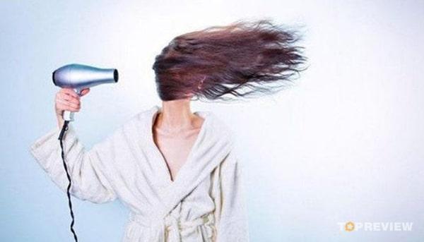 Máy sấy tóc - dụng cụ làm đẹp quan trọng không thể thiếu trong gia đình