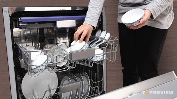 Nên chọn mua máy rửa bát loại nào tốt là thắc mắc của rất nhiều người hiện nay