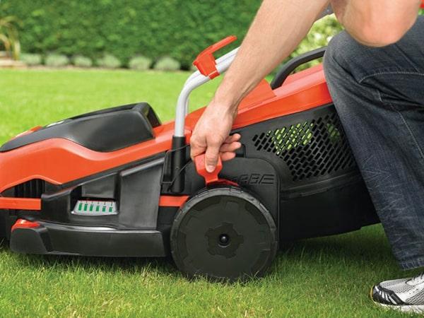 Máy cắt cỏ thương hiệu Black&Decker