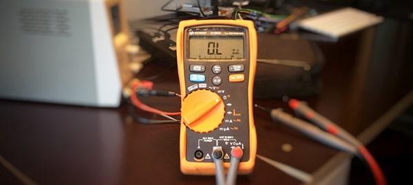 Đồng hồ vạn năng ưng dụng nhiều trong ngành thiết bị điện tử