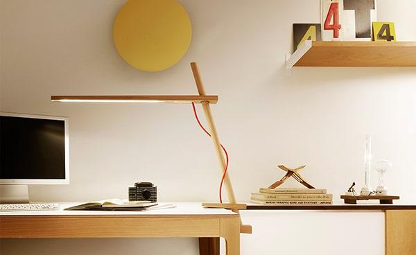 Lưu ý chiều cao của đèn bàn