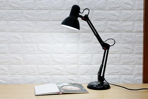 Đèn bàn học thương hiệu Điện Quang