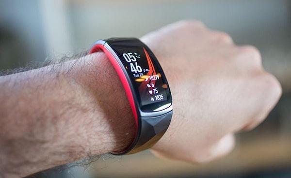 Samsung Gear Fit 2 - Vòng tay thông minh tốt nhất
