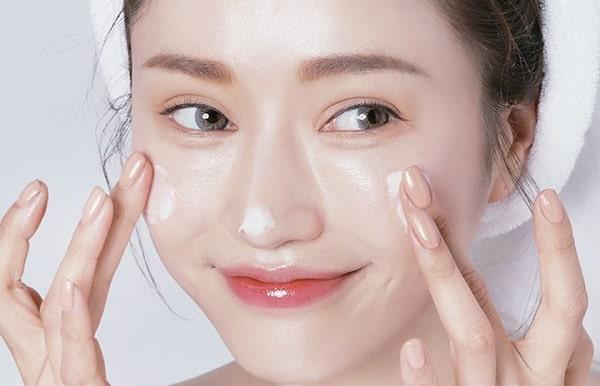 Kinh nghiệm lựa chọn kem dưỡng ẩm tốt nhất cho da