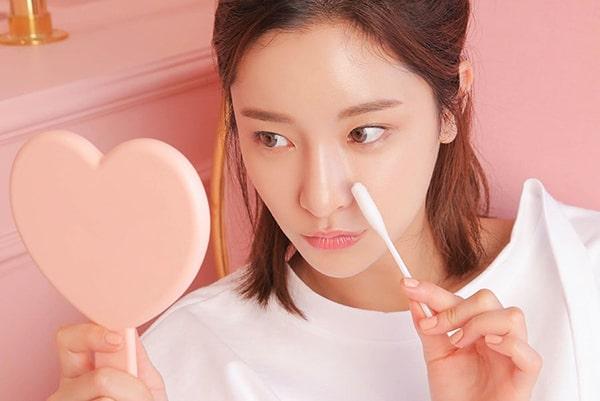 Da mụn có nên dùng kem dưỡng ẩm không ?