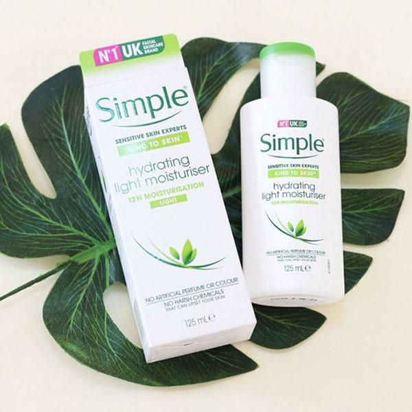 Kem dưỡng ẩm cho da dầu mụn Simple Kind To Skin Hydrating Light Moisturiser