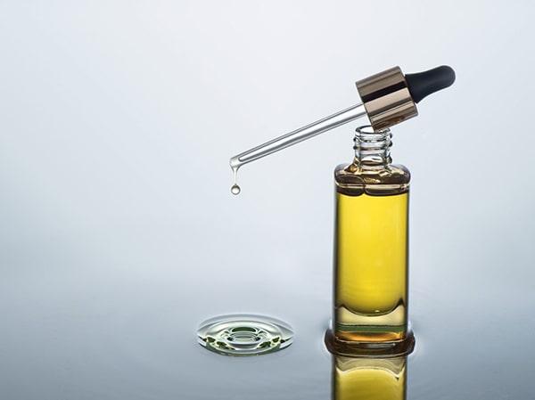 Dầu dưỡng da chứa các thành phần từ thực vật