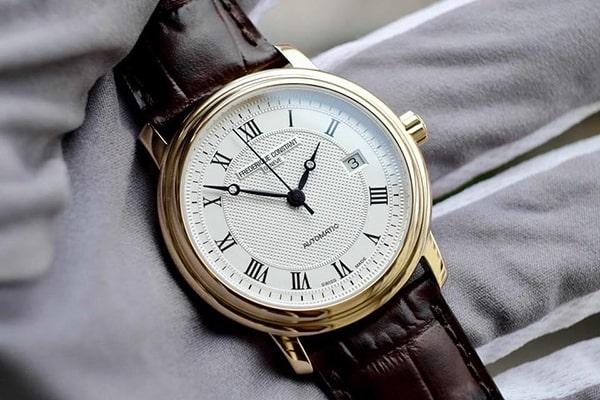 Đồng hồ Frederique Constant FC-303MC4P5 có giá tham khảo là 38.790.000 VNĐ