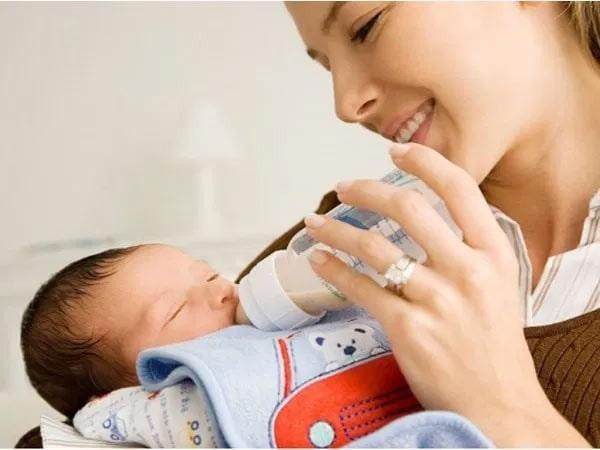 Bổ sung sữa non cho trẻ sơ sinh