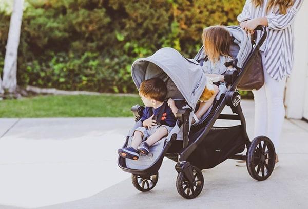 Xe đẩy trẻ em như một chiếc nôi di động
