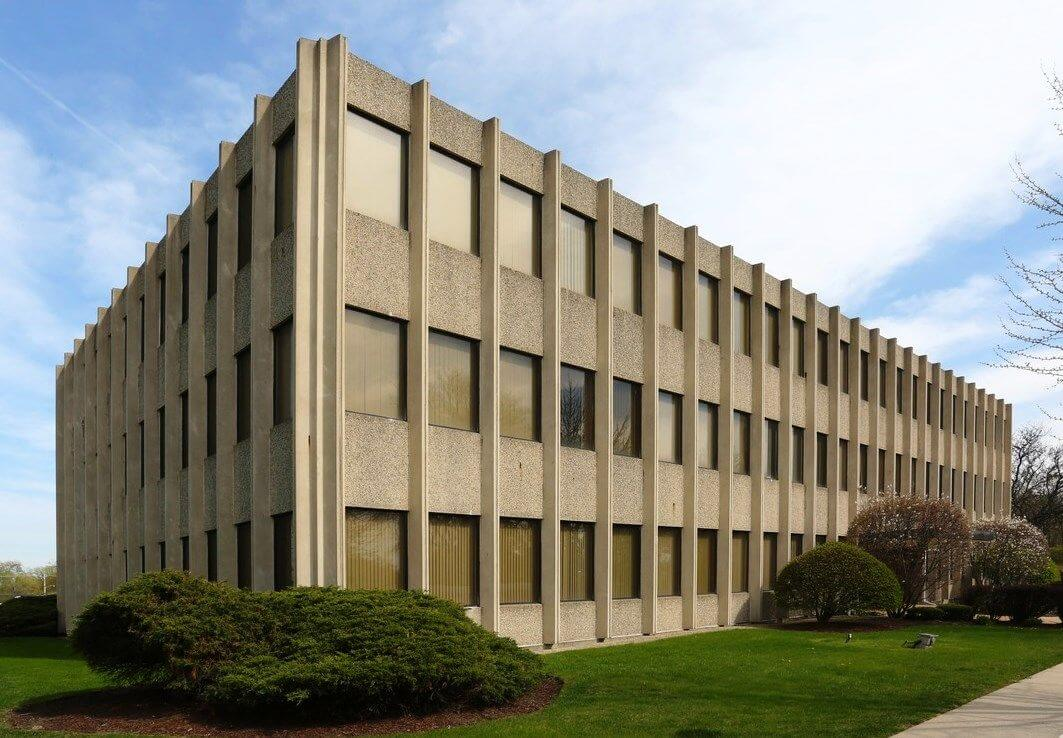 Class C office building in Arlington Heights, Illinois