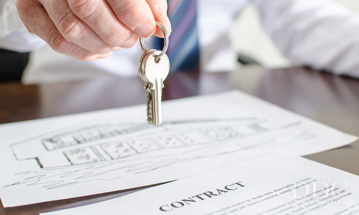Assignment contract and keys to the real estate property