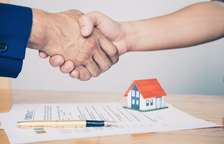Signing a mortgage loan