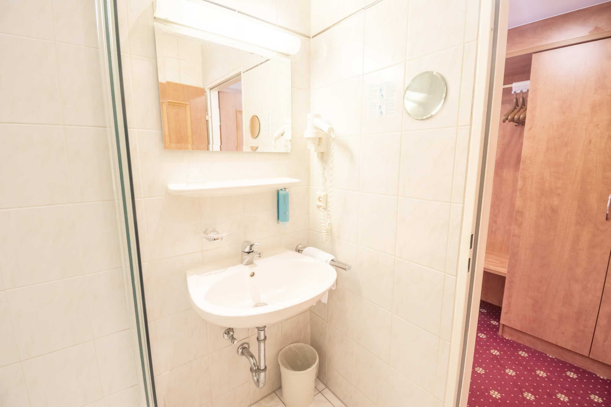 Französisches Bett Zimmer Bad