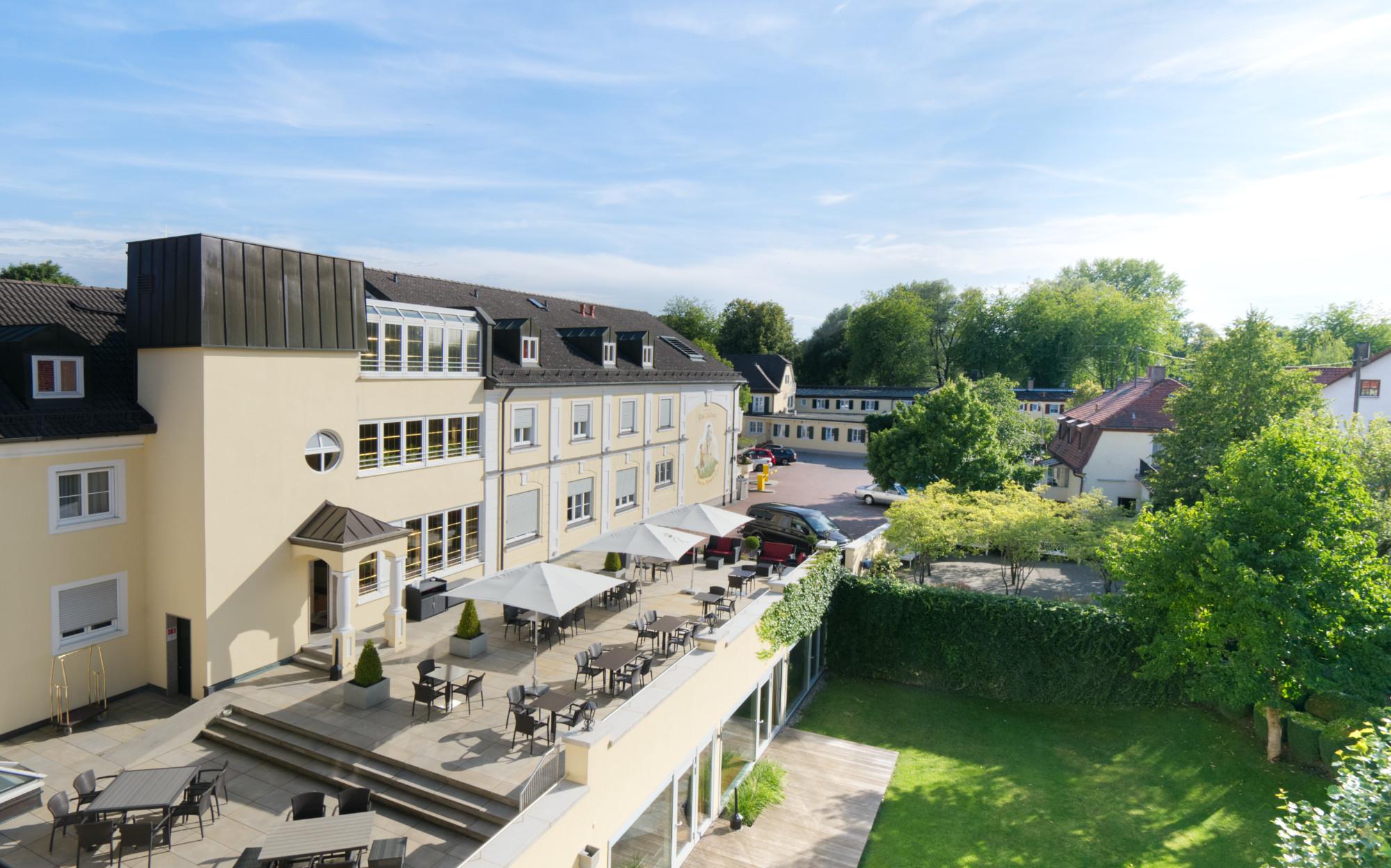 Blick auf den Innenhof des Hotels am Schlosspark zum Kurfürst