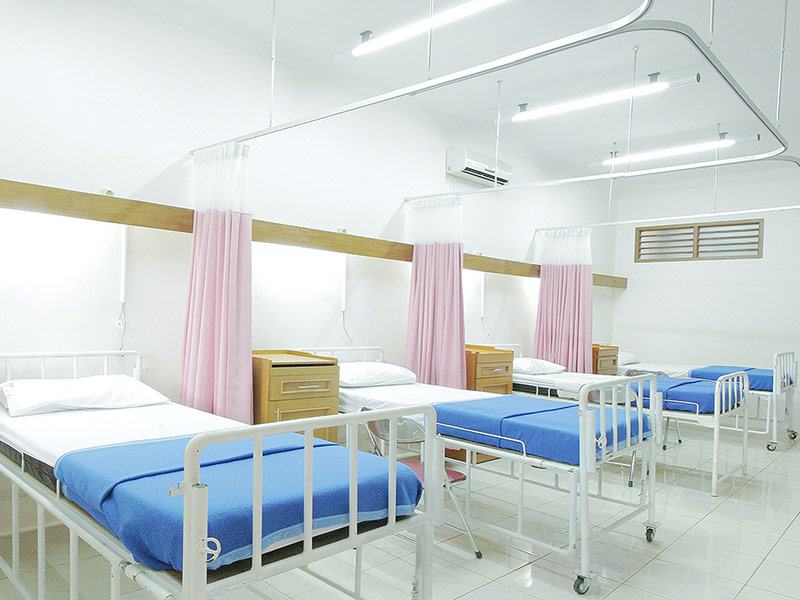 Hospital room with empty beds.