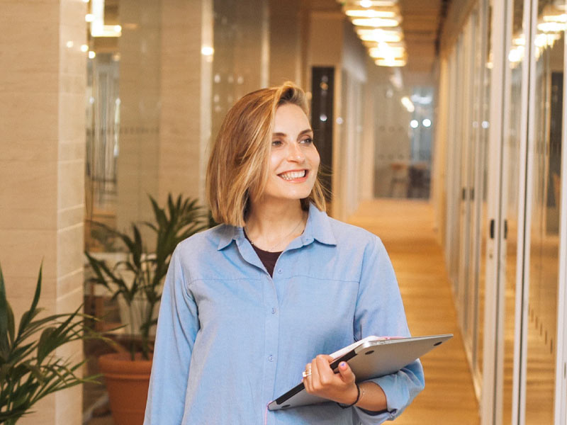 Business woman in a corridor.
