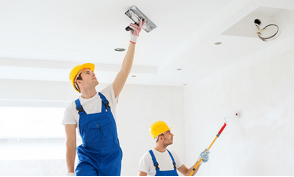 professional_painters_work_in_teams_to_finish_projects_efficiently