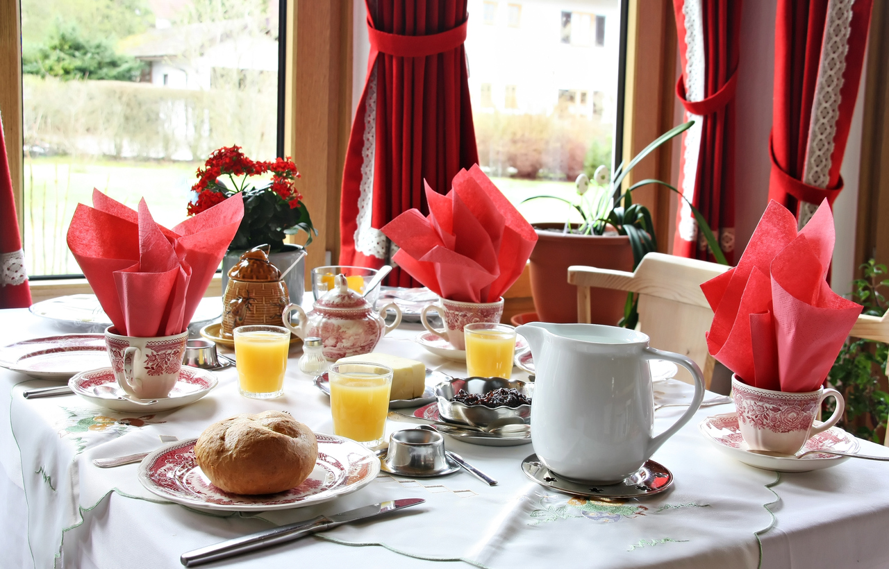 B&Bs Social Breakfast Differs From Private Vacation Rental Properties